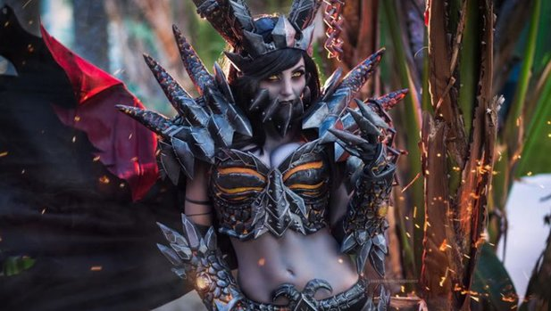 World of WarCraft Deathwing-Cosplay von Jessica Nigri.