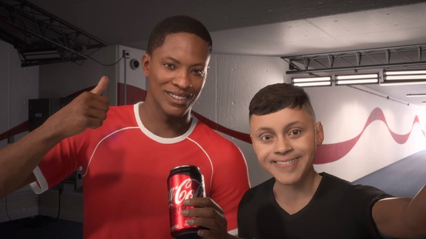 In FIFA 18 The Journey macht Alex Hunter Werbung für Coca-Cola.